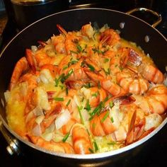 Great recipe for Portuguese shrimp with mustard (Camarão com molho de mostarda), the end result is a creamy and very tasty seafood dish. Shrimp Recipes, Fish Recipes, Potato Gratin Recipe, Brazilian Dishes, Mustard Recipe, Portuguese Recipes, Food Humor, Seafood Dishes, Casserole Dishes