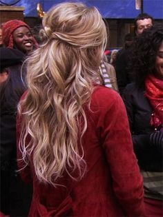 Blake Lively Messy Waves With Bow