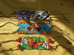 Mostacillas con Oración e Intención Beaded Bracelet Patterns, Beaded Jewelry, Beaded Bracelets, Rubber Band Crafts, Burlap Flowers, Loom Patterns, Bead Weaving, Diy And Crafts, Beads