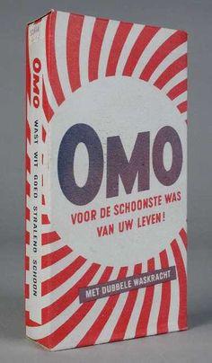 """Pak Omo wasmiddel in rood, wit en donkerblauw, met opschrift """"Voor de schoonste was van uw leven!"""""""