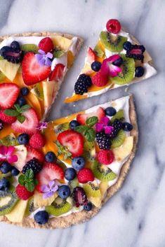 Healthier tropical fruit pizza recipe f o o d pizzas dulces, Healthy Fruits, Healthy Snacks, Healthy Recipes, Pizza Recipes, Dessert Healthy, Healthy Cake, Fruit Recipes, Light Dessert Recipes, Parfait Recipes