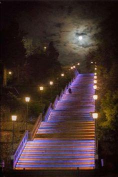 Υπάρχει μία σκάλα σε αυτή την πόλη που πάει στον ουρανό!!! Πάτρα-Greece (KT)