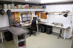 92 Models Of The Best Garage Workshop Organization 91 Hobby Desk, Hobby Room, Atelier Creation, Garage Workshop Organization, Electronic Workbench, Gun Rooms, Diy Workbench, Workspace Inspiration, Home Tools