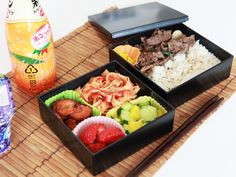Square Lunch Black & Black - a limited edition, chic and modern, compact bento box. A Bento original.   Bento