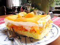 So gelb - so frisch: Mandarinen eingebettet zwischen Sahne und Biskuit-Boden - (c) 2011 by Café-Restaurant Haus-Zillertal in Wuppertal Cronenberg