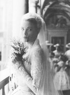 [CasaGiardino]  ♛  Grace Kelly on her way to her wedding and to becoming a Princess...whitenoten