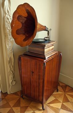 gramophone by Edison, at casa mila