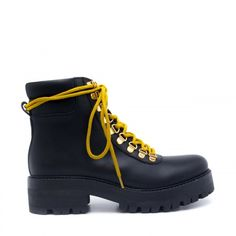 Woman vegan lace up ankle boots, military style, with yellow laces to closure, inserted on metal washer and hight height outsole, made of ecological microfiber OEKO-TEX certified. Karla Black, Vegan Boots, Yellow Lace, Lace Up Ankle Boots, Military Fashion, Military Style, Shoe Brands, Fashion Bags, La Mode