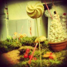 Willy Wonka e la Fabbrica di cioccolato per il bene Settimana Dedicato al cioccolato a bergamo, allestimento da Clo'eT per Panificio Rota Biasetti, via Zambonate 95!!  # Bergamocentro # bergamo # # panificio allestimento # # willywonka lafabbricadicioccolato # expo # cioccolato # dolci # caramelle # instagood # instagram # instabergamo # amore # magic # bambini # cioccoloso # # riquadro Cloet # eventi # # divertente esterno