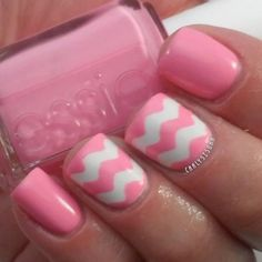 Chevron accent nail. Oh so chic. #nail http://pinterest.com/ahaishopping/