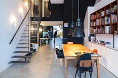 Amsterdam - Complete renovatie en styling van een industriële loft nabij het Vondelpark in Amsterdam. Wat begon met de wens voor meer kastruimte eindigde in een compleet herontwerp van de ruimte inclusief styling. De originele open plattegrond meet 24 x 4,5 meter met een plafondhoogte van 3m 60. De entree van het appartement ligt een verdieping hoger. De entreetrap is een echte eyecatcher, en manifesteert zich meer als een kunstwerk dan een trap. Woonkamer, keuken, kleedkamer en slaapkamer…