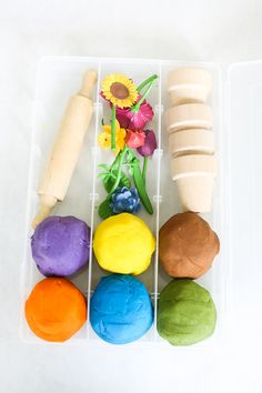 Want to add some pizzazz to your play dough creations? This easy DIY Flower Pot Play Dough Kit is perfect for kids of all ages and so easy to put together. This kit encourages open ended play and imagination as kids build and decorate with the supplies in Playdough Activities, Craft Activities For Kids, Crafts For Kids, Kids Diy, Craft Kits For Kids, Play Doh Kits, Presents For Kids, Building For Kids, Toddler Play