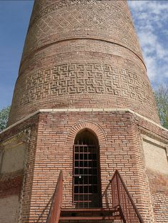 Uzgen #Minaret is located in Southern #Kyrgyzstan. It relates to 11th century and is one of the main attractions in Kyrgyzstan   #triptokg #travelpics #nicepics #monuments #mustsee #mustvisit #pic #mustpin