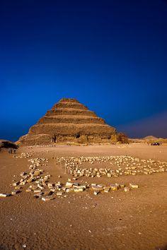 Pirámide escalonada de Zoser (III Dinastía), realizada por Imhotep, Saqqara, Egypt