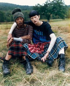 Marc Jacobs: Naomi Campbell and Kristen McMenamy photographed for Marc Jacobs' grunge line for Perry Ellis (1992)    Citation: Yaeger, L. (2017, February 01). Slammed Then, Celebrated Now, Marc Jacobs's Perry Ellis Grunge Show Was a Collection Before Its Time. Retrieved April 03, 2017, from http://www.vogue.com/article/marc-jacobs-perry-ellis-grunge-collection-90s-fashion