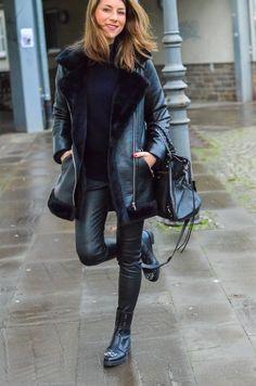 Fashion / blog / outfit / style / look / black shearling jacket / aviator jacket / topshop / winter / coat   / balenciaga bag / all black / jimmy choo / combat boots / boots Winter Leggings, All Black Fashion, Winter Fashion, Black Shearling Jacket, Bling Bling, Clothing Blogs, Aviator Jackets, Sheepskin Coat, Outfits