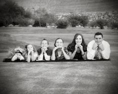 poses for a family of 6- family picture ideas