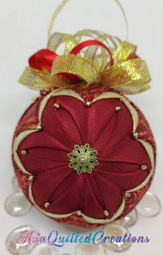 Quilted Christmas Ornaments, Royal Christmas, Great Christmas Presents, Folded Fabric Ornaments, Heart Ornament, Ball Ornaments, Hostess Gifts, Sewing Crafts, Sewing Ideas