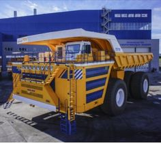 Belaz largest mining truck to be released in needs 2 engines to run it.Looks like a International 350 Payhauler on steroids.This will never be seen or even sold with The United States.Wil not give the Caterpillar Rig & The Liebherr any competition Dump Trucks, New Trucks, Mining Equipment, Heavy Equipment, Caterpillar Toys, Bucyrus Erie, Detroit Diesel, Tonka Toys, Large Truck