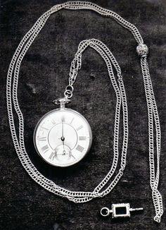 Reloj del Grl San Martín. Obsequio de Josefa Balcarce de Gutiérrez Estrada y del teniente general Bartolomé Mitre en el año  1891. Museo Mitre