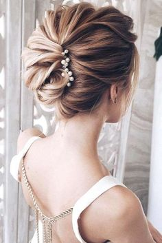 21 Chic and Stylish Hairstyles for Prom - Hair Styles Prom Hairstyles For Short Hair, Short Hair Updo, Short Wedding Hair, Party Hairstyles, Bride Hairstyles, Short Hair Styles, Stylish Hairstyles, Prom Hair Tutorial, Mother Of The Bride Hair