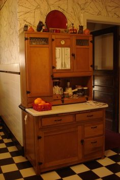 Boone Kitchen Cabinet   Looks As If It Is In Perfect Original Condition! Hoosier  Cabinet