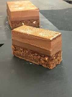 Fondant structuré au chocolat ,noisettes caramélisées et fleurs de sel !