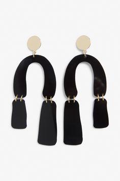 Monki Pendant earrings in Black