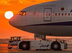 A beautiful pic, (ANA) All Nippon Airways Boeing 777