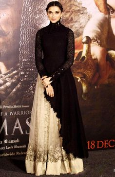 Deepika Padukone-Ranveer Singh are royal at 'Bajirao Mastani' trailer launch Indian Gowns, Indian Attire, Pakistani Dresses, Indian Wear, Indian Outfits, Ethnic Fashion, Asian Fashion, Indian Fashion Trends, Latest Fashion