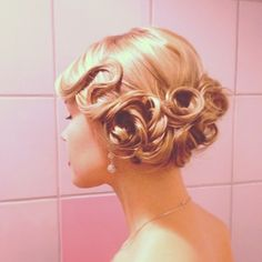 Old style glamour. When I have another formal event...this will be my hair style!