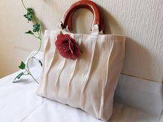 ❤ 畳のヘリで、おしゃれなバッグができあがりました。 ■サイズ 縦 26㎝ 横 34㎝ マチ 6㎝ 重さ 約210g ...|ハンドメイド、手作り、手仕事品の通販・販売・購入ならCreema。