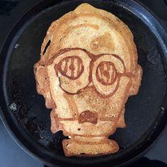 Droidcake No. 1  #pancakeart #starwars #hedcakes #c3po