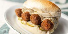 Sanduíche Momo (croquete de costela com vinagrete de jiló) | Gastrolândia – por Ailin Aleixo