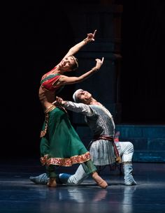 Ballet Art, Ballet Dancers, Dance Photos, Dance Pictures, La Bayadere, Dance With You, Dance Hall, Shape And Form, Dance Costumes