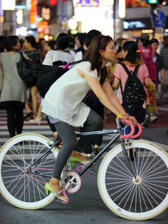 Lime green by Asian (Street) Impressions, via Flickr