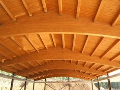 Cubiertas a dos aguas hechas con paneles sándwich THERMOCHIP® | #THERMOCHIP #panelsandwich #madera #decoracion #interiorismo #cubierta #techo Wood Architecture, Panel, Pergola, Outdoor Structures, Home, Interiors, Timber Architecture, Outdoor Pergola, Ad Home