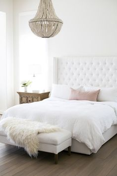 Nice 50 Cozy Minimalist Bedroom Design Trends Ideas. More at https://50homedesign.com/2018/02/20/50-cozy-minimalist-bedroom-design-trends-ideas/ #MinimalistBedroom