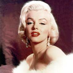 #blonde#redlips#beautiful#earings#whitefurcoat#marilynmonroe#perfect