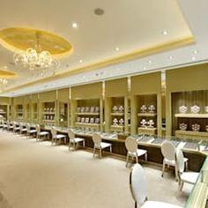 Mukt by dipen gada & associates modern Jewellery Shop Design, Jewellery Showroom, Jewellery Display, Jewelry Shop, Jewelry Stores, Jewelry Clasps, Silver Jewellery, Etsy Jewelry, Jewelry Rings
