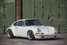 Het succes van het Amerikaanse Singer, die de coolste Porsches ter wereld bouwen (punt), blijft niet onopgemerkt. Het Duitse Kaege probeert ook mee te lift