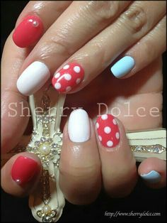 Polka dot nails, so Minnie mouse..cute