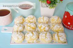 Limonlu Çatlak Kurabiye Tarifi | Kevserin Mutfağı - Yemek Tarifleri Lemon Crinkle Cookies, Lemon Cookies, Cake Cookies, Cookie Desserts, Cookie Recipes, Eid Cake, Vegetable Drinks, Diy Food, Food And Drink