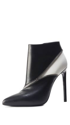 Saint Laurent shoes for such an affordable price! rn