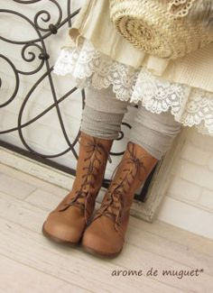 Lace & boots OMG I Love this lace, BoHo Look soo pretty Mode Mori, Look Boho Chic, Mori Girl Fashion, Hallowen Costume, Forest Girl, Mein Style, Romantic Outfit, Romantic Clothing, Lace Slip