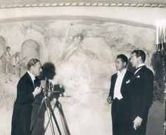Leslie Howard snaps a photo of Charles Farrell and Gary Cooper