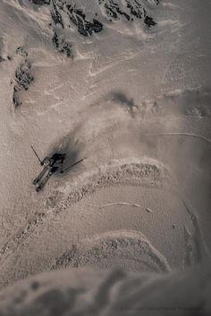 Aerial view of skier in black and white Murray Mitchell Ski Extreme, Extreme Sports, Ski And Snowboard, Snowboarding, Ski Freeride, Trekking, Surf, Best Ski Resorts, Ski Racing