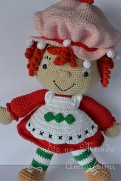 Cute amigurumi from Spanish crochet blog Es Un Mundo Amigurumi Crochet Patterns Amigurumi, Amigurumi Doll, Crochet Dolls, Unique Crochet, Love Crochet, Crochet Strawberry, Crochet Fairy, Crochet Designs, Doll Patterns