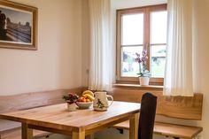 Immobilien ab 1 Mio Euro – Sitzecke und Eckbank aus Ulmenholz