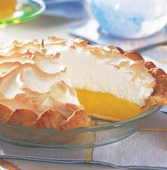Lemon Meringue Pie - A palate-cleansing dessert of fragrant lemontopped with a cloud of light meringue is a real family favorite. Bagan, Pie Recipes, Dessert Recipes, Best Lemon Meringue Pie, Delicious Desserts, Yummy Food, Lemon Desserts, Traditional Cakes, Sweet Pie